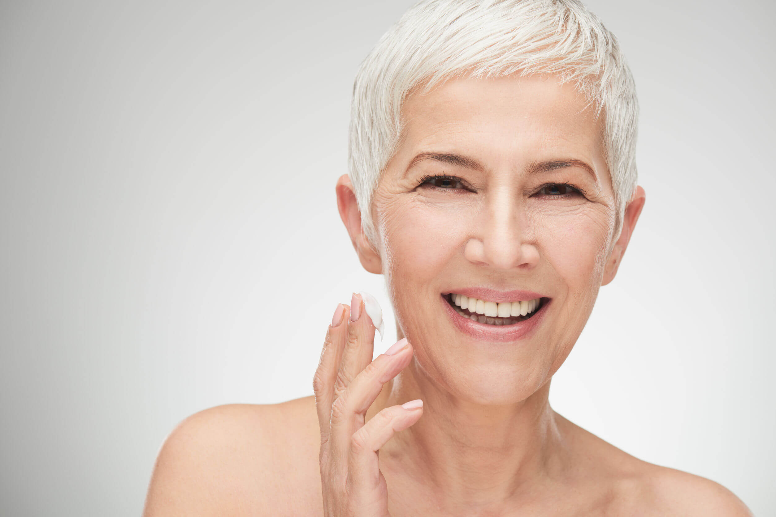 4 Makeup Tips For Women Over 40 and Fabulous!