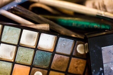 Spring Cleaning for Your Makeup Bag: When To Toss Expired Products